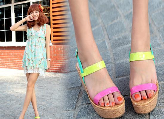 Sandal color block tô điểm mùa hè rực rỡ