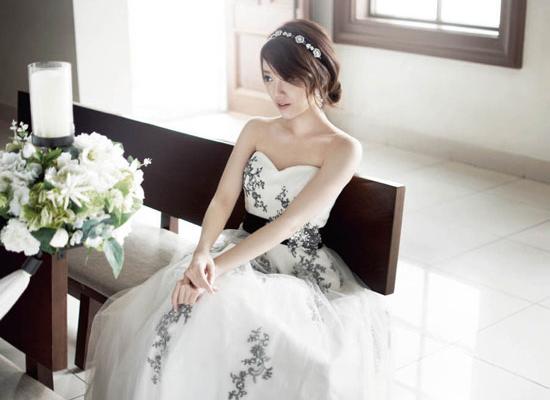 Kiều nữ Lee Se Eun đẹp dịu dàng với váy cưới