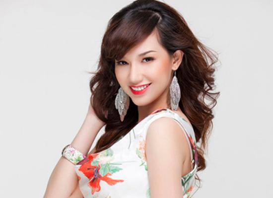 Quỳnh Chi xinh đẹp lúc mang thai 5 tháng