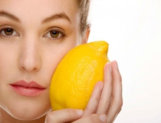 Thực phẩm màu vàng có nhiều công dụng như làm giảm đau họng (Ảnh minh họa)
