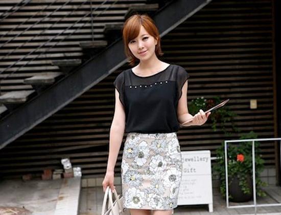 Chân váy bút chì họa tiết - món đồ thời trang vô cùng ấn tượng dành cho cô nàng công sở.