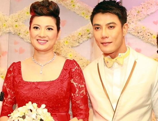 Cô dâu Thúy Vinh và chú rể Andrew Poh trong lễ cưới tại khách sạn Sheraton.