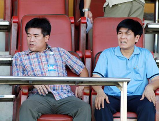 Bầu Tuấn (trái) khẳng định, ông không có ý định mua lại 2 đội bóng của bầu Kiên