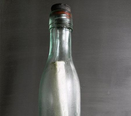 Chiếc chai đựng lá thư đã trôi dạt trên biển gần một thế kỷ.