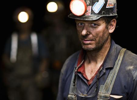 Công nhân khai thác than
