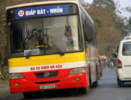 Một cán bộ Trung tâm điều hành giao thông đô thị Hà Nội lý giải, việc tăng giá vé xe buýt từng bước giảm trợ giá từ ngân sách nhà nước - (Ảnh: Kiều Minh)