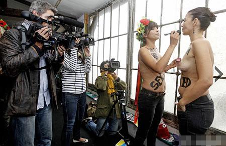 Bán nude đấu tranh bình đẳng giới, Phi thường - kỳ quặc, nhom femen, ban nude bieu tinh, femen, nhom nu quyen, gay soc, chuyen la, tin tuc