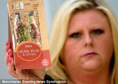 Cô Katie vẫn chưa hết hoảng hồn vì món sandwitch chuột chết