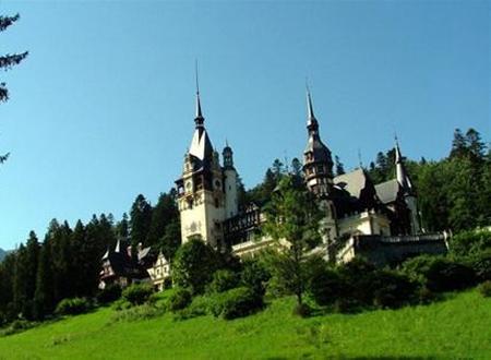 Cung điện Peleş lộng lẫy giữa muôn cây - (Ảnh: Hoàng Hải)