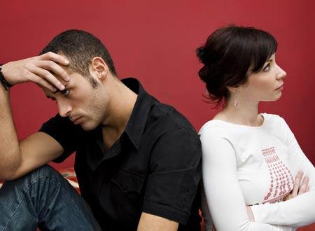 Tôi phải làm thế nào để vợ bớt hằm hè, nghi ngờ, mở lòng ra với chồng hơn. Ảnh minh họa.