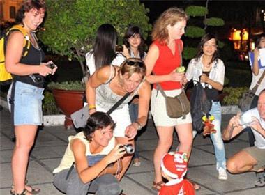 http://image.xahoi.com.vn/news/2013/10/17/gai-tay.jpg