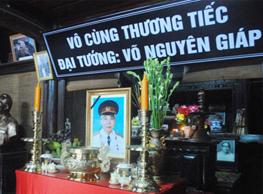Bàn thờ Đại tướng Võ Nguyên Giáp tại quê nhà (Ảnh: Nguyễn Bảo Châu)