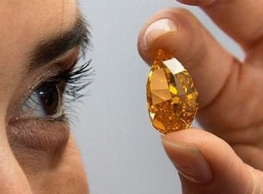 Đây là mức giá kỷ lục cho một viên kim cương màu cam. Nó cũng lập kỷ lục về mức giá bán mỗi carat của mọi viên kim cương màu