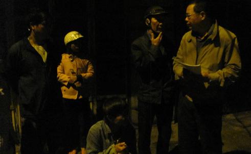 Dân lao xuống sông trong đêm, đập cửa ôtô cứu Việt kiều Mỹ | Tai nạn, Cứu người, Việt kiều Mỹ, Đâm xe, Lao xuống sông