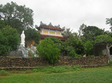 Phong cảnh hữu tình của chùa Đá Trắng, nơi có giống xoài tiến vua và huyền sử đầy bi tráng