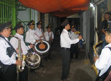 Ban nhạc Tây ở đám ma