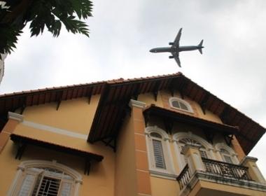 Hình ảnh một nhà dân ở phường 5, quận Gò Vấp bị tốc ngói khi máy bay ngang qua xảy ra ngày 29/1