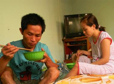 Vợ tài xế vụ hôi của phải ăn mỳ tôm từ ngày chồng gặp nạn