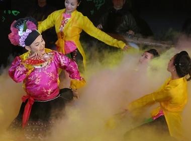 Xuân Hinh giải gái trên sân khấu VTV