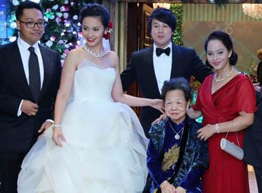 Bức ảnh cưới hiếm hoi của Thanh Bùi