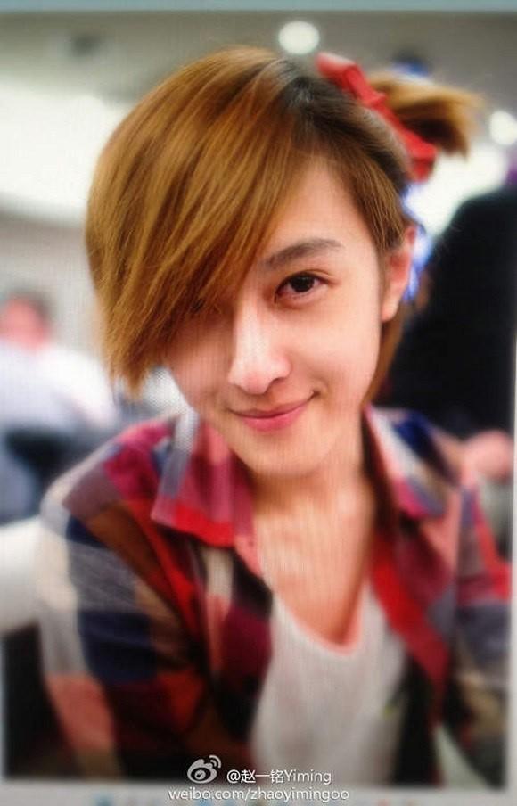 """Cộng đồng mạng chao đảo vì chàng trai """"đẹp hơn hoa""""   Chàng trai đẹp như con gái, Trung Quốc, Chuyên gia trang điểm, Người mẫu, Zhao Yiming"""