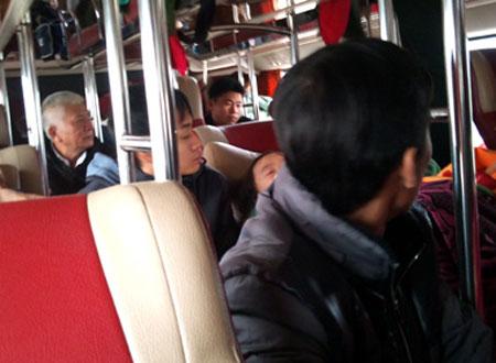 Nhiều hành khách nháo nhác truy tìm