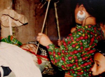 Hủ tục rùng rợn của người Mông đã tồn tại hàng thế kỷ