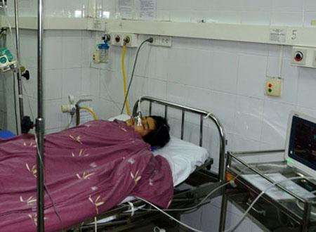 Quảng Ninh: 2 học sinh bị đâm dã man tại bến xe buýt