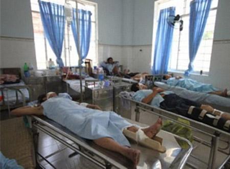 Vụ tai nan ở Khánh Hòa: Phải đóng tiền mới được đưa đi cấp cứu?