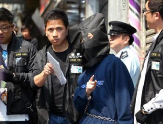 Cảnh sát bắt con trai 29 tuổi của cặp vợ chồng xấu số. Ảnh: Felix Wong