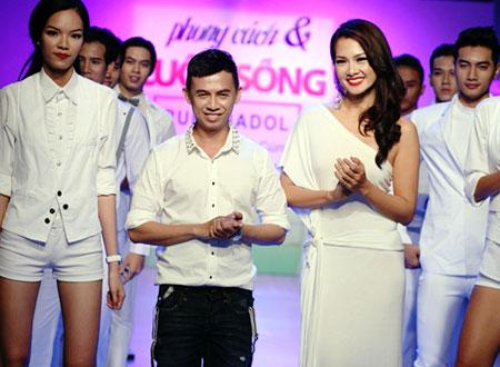 Người mẫu Phùng Ngọc Yến, Anh Thư và Minh Triệu góp mặt trong phần giới thiệu bộ sưu tập nam và đưa nhà thiết kế Tạ Nguyên Phúc ra mắt khán giả.