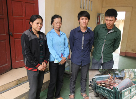 Các đối tượng: Ngọc, Duy, Tú, Thúy  và chiếc xe ôtô dùng để trộm cắp sắt, thép tại công trường xây dựng nhà máy nhiệt điện Nghi Sơn.