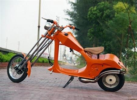 Chiếc xe là sự kết hợp của dòng chopper và Vespa cổ, hai cá tính tương phản nhau