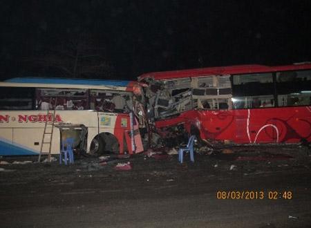 Hiện trường vụ tai nạn làm 12 người chết, bị thương 60 người ở Khánh Hòa. Ảnh: Kỳ Nam
