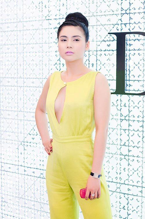 Quỳnh Hoa diện jumpsuit xẻ ngực khiêu khích quynhhoa08jpg1364544165