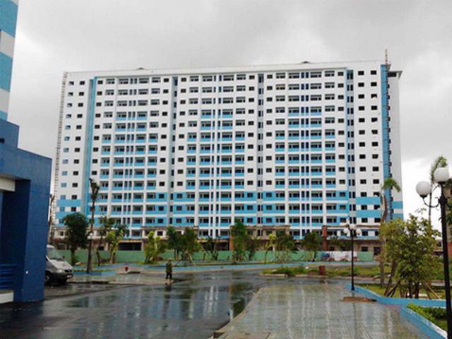 Một dự án chung cư thương mại của Công ty 584 từng được thành phố duyệt cho chuyển thành bệnh viện để tháo gỡ khó khăn nhưng bị khách hàng phản đối quyết liệt. Nay chủ đầu tư tiếp tục xin chuyển thành nhà ở xã hội. Ảnh: Vũ Lê