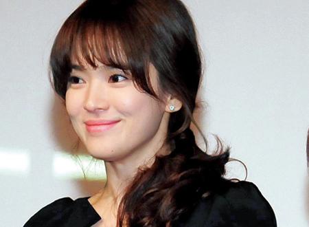 Kiểu tóc mái ấn tượng của Song Hye Kyo