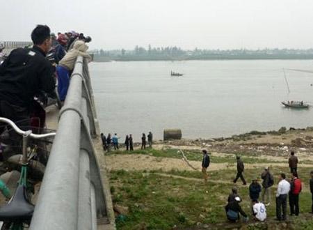 Hiện trường vụ nữ sinh tự tử sáng nay. Chỉ trong 1 ngày tại Hà Tĩnh đã có 2 học sinh tự tử thương tâm.