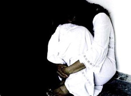 Những vụ hãm hiếp người giáo viên thường gây bức xúc trong xã hội. (Ảnh minh họa).