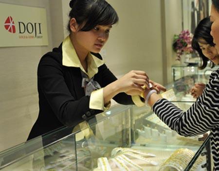 Các doanh nghiệp giảm mạnh giá mua vàng trước phiên đấu thầu của Ngân hàng Nhà nước. Ảnh: Anh Quân