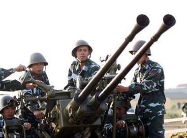 Một khẩu đội pháo phòng không 37mm loại 2 nòng
