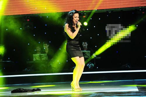 """Tập 1 vòng Giấu mặt The Voice 2013: Cô bé 16 tuổi gây """"sốt"""" cuối chương trình voice11jpg1368977090"""