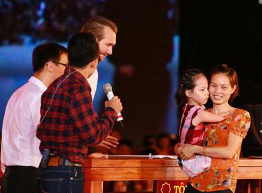 Nick Vujicic giao lưu cùng cô bé Linh Chi