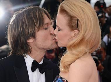 Khoảnh khắc ngọt ngào của vợ chồng Nicole trên thảm đỏ.