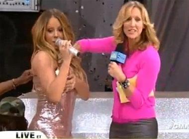 Mariah Carey bị tuột váy trong chương trình trực tiếp