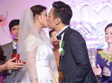 Hoa hậu biển Vân Anh đắm đuối hôn chồng ngày cưới.
