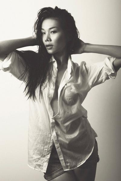 Những chiếc áo sơ mi trắng khiêu khích nhất của mỹ nhân Việt