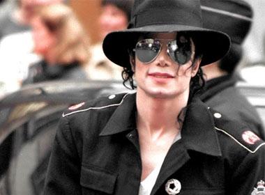 """Michael Jackson chi 734 tỷ để """"xâm hại tình dục"""" 24 bé trai"""