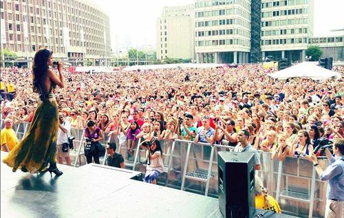 """Selena Gomez liên tục lộ """"tam giác mật"""" trên sân khấu vì nhảy sung selena14jpg1372647331"""