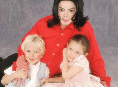 Michael Jackson bị tố là kẻ ấu dâm